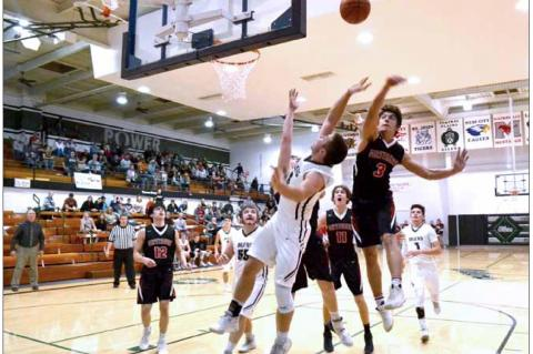 Central Plains boys fall to Sylvan-Lucas at regionals